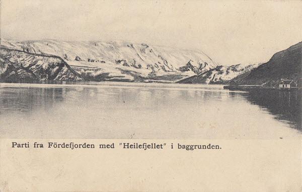 Parti fra Fördefjorden med Heilefjellet i baggrunden.