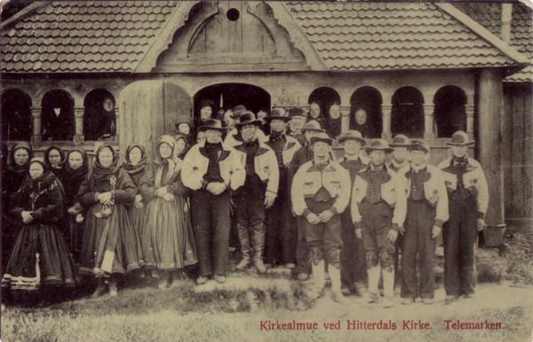 Kirkealmue ved Hitterdals Kirke. Telemarken.